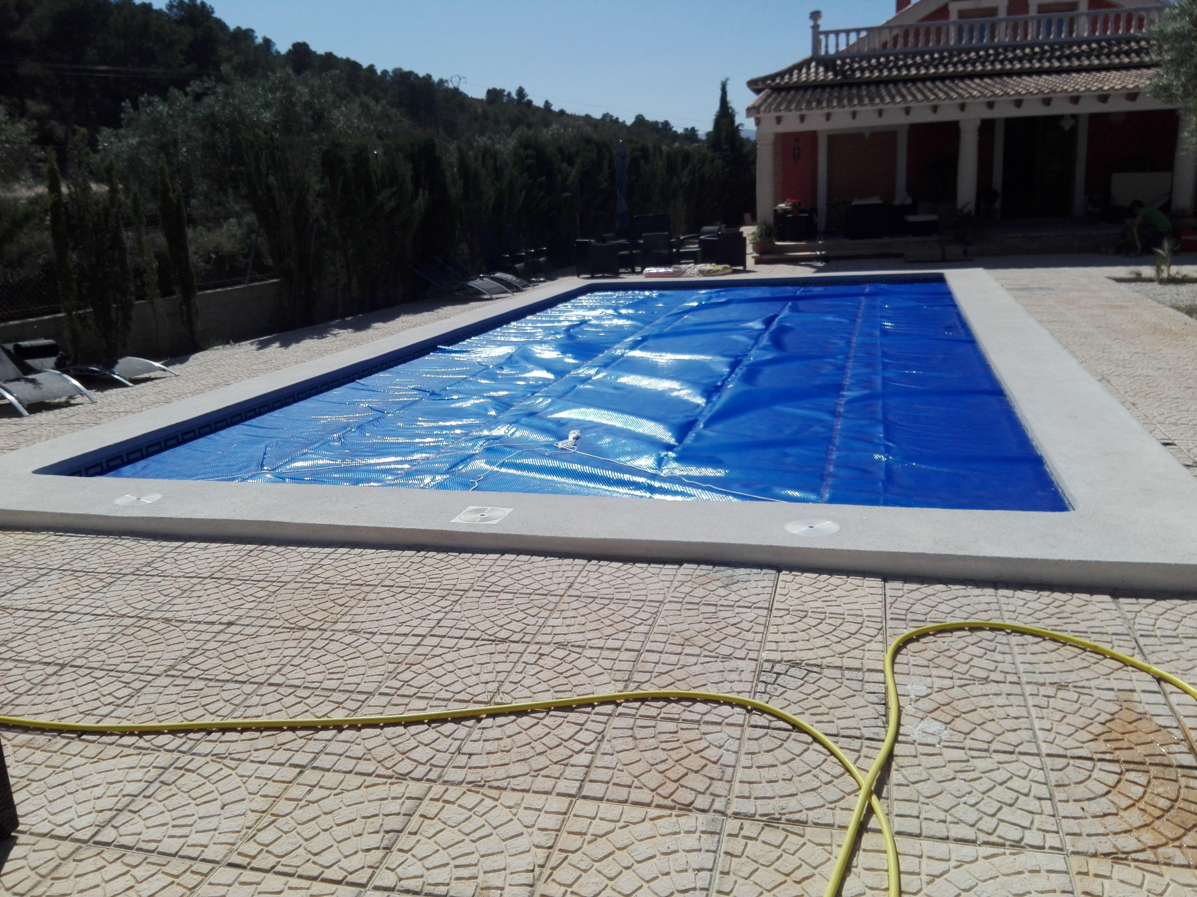 Manta termica piscina se acabo tener el agua fria for Liquidacion piscinas desmontables