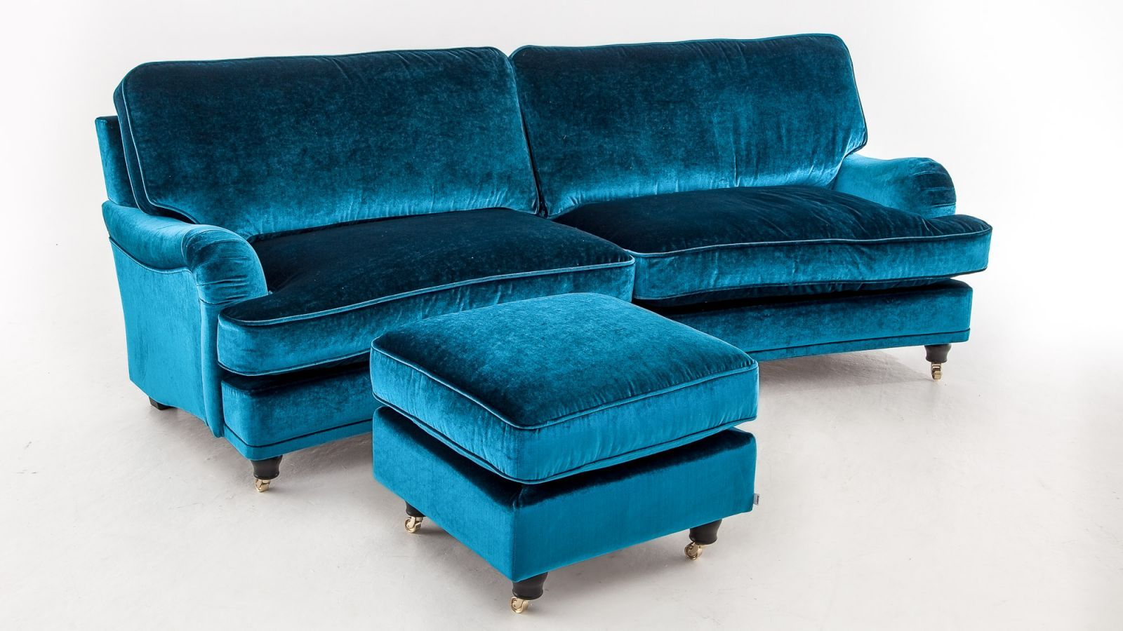 Ridiculously cool Howard sofa. Svängd Howardsoffa med dunstoppning ...