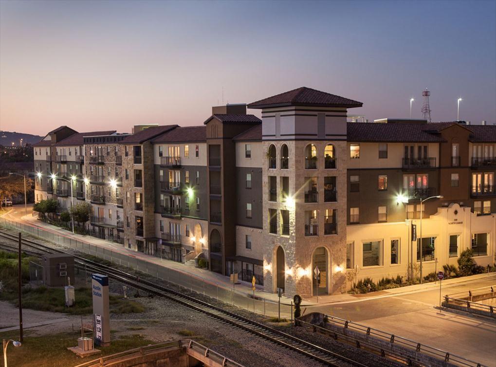 Luxury Apartments in Austin TX at AMLI 300 Austin
