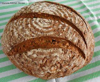Zuurdesembrood met pitten en lijnzaad