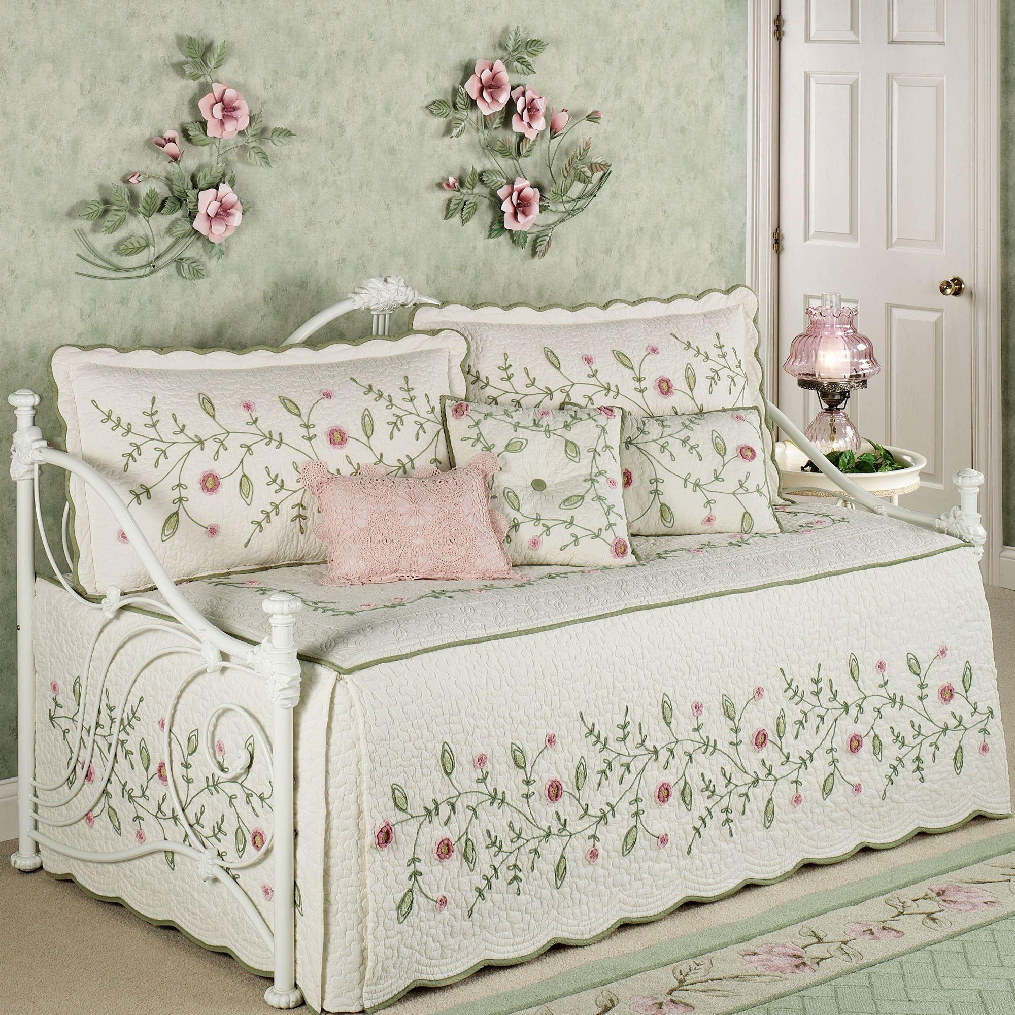 Overawe Daybed Bedding Set Design Ideas | Daybeds | Pinterest ... : day bed quilt sets - Adamdwight.com