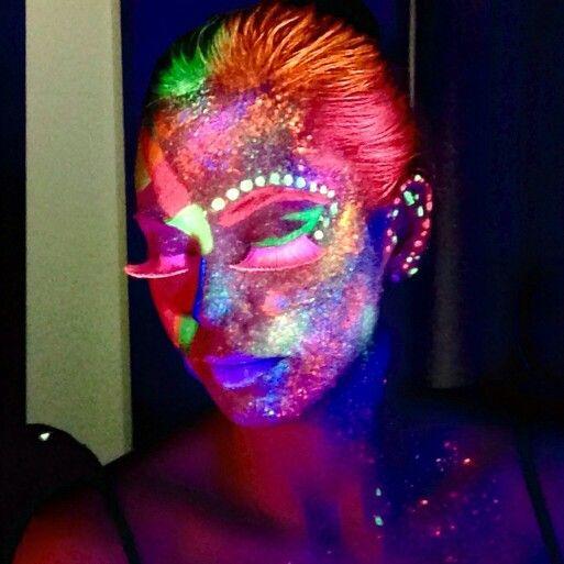 Maquillaje neon, luz negra maquillaje Pinterest