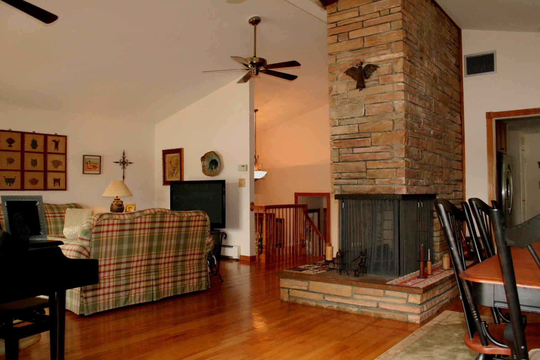 http://www.iselllakehopatcong.com/lake-hopatcong-lakefront-listings/3051898_files/3.jpg