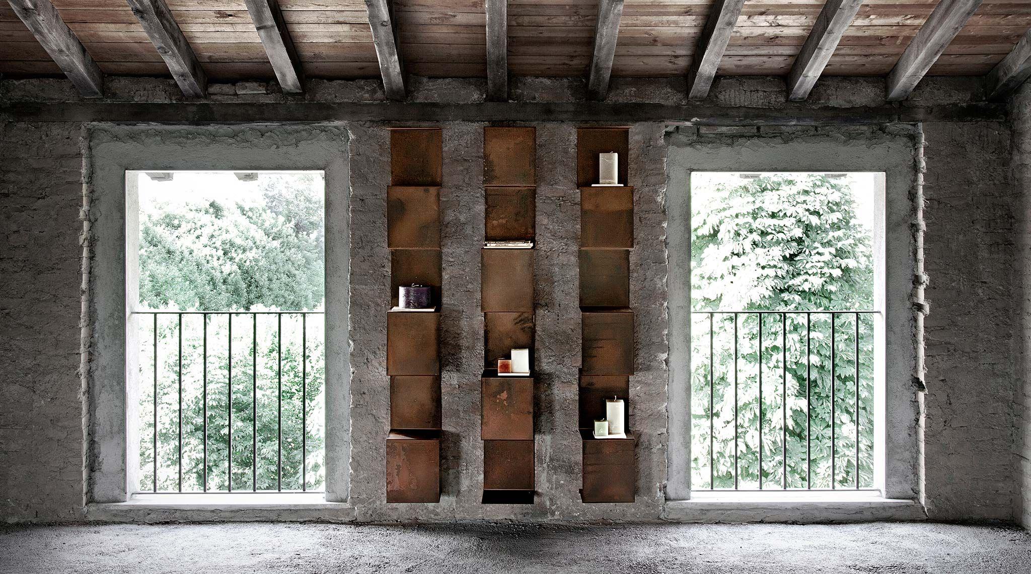 Libreria design a parete in metallo Segmento - soloLibrerie ...