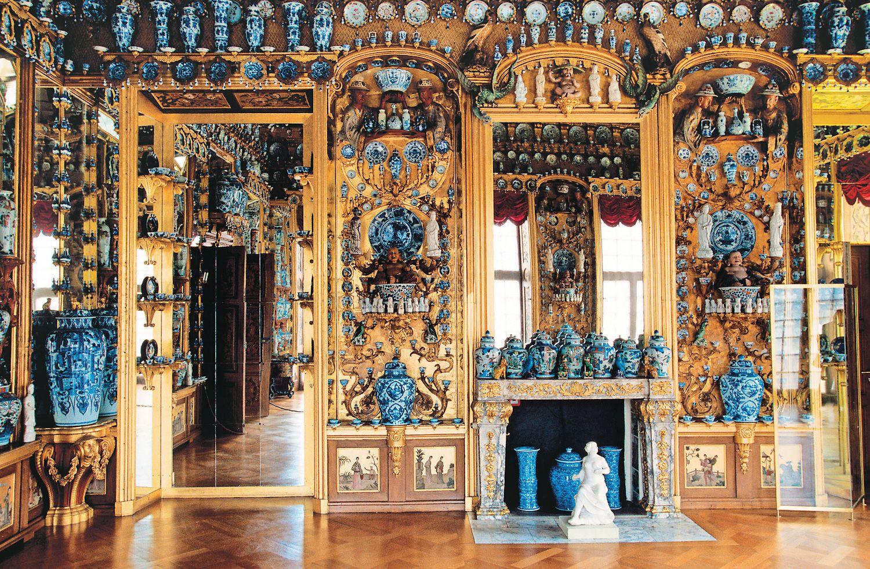 El gabinete de porcelana en el Palacio de Charlottenburg en Berlín, Que Alberga Unas 2.700 Piezas azules y blancas, es UN EJEMPLO excelente de la moda del Siglo 18 Para La chinesca. Hemis / Alamy