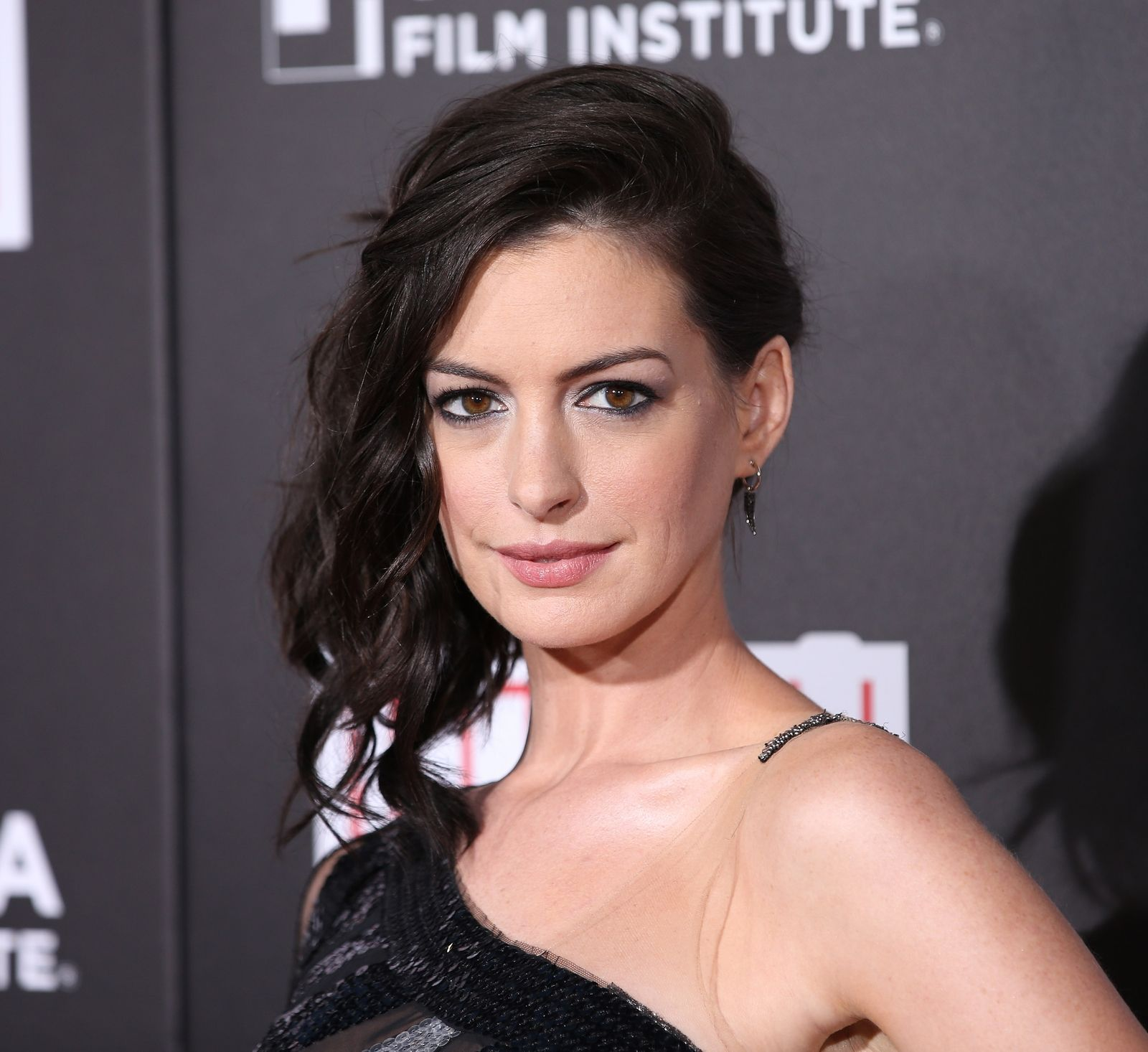 Discussion on this topic: Anne Hathaway Dyes Hair Brunette, anne-hathaway-dyes-hair-brunette/