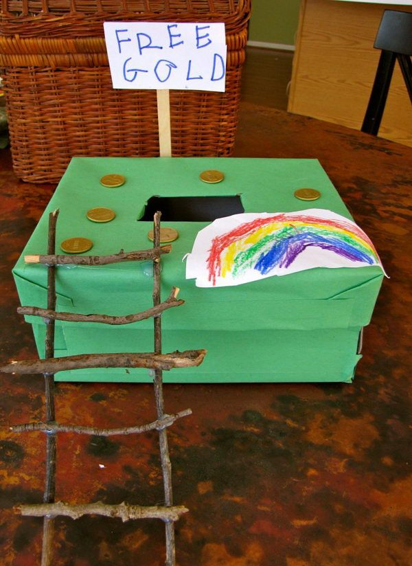 Shoe Box Leprechaun Trap. Cover a shoe box in green construction paper and make a ladder with sticks. http://hative.com/cool-diy-leprechaun-trap-ideas/