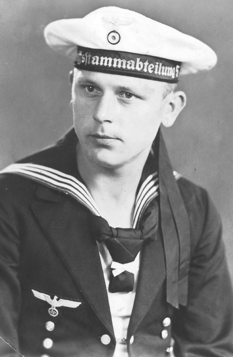 1938: Matrose Heinrich Rudolf Dick seen in his official Kriegsmarine portrait during training school at  5. Schiffsstammabteilung in Eckernförde, Germany. Heinrich was assigned to Division 1 on Admiral Graf Spee. Photos: collection of General Enrique Rodolfo Dick, son of Matrosenobergefreiter Heinrich Rudolf Dick.