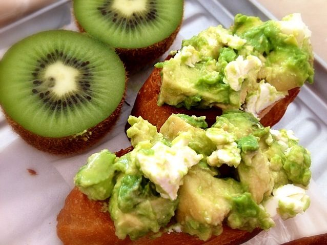 Looks yum!  - 33件のもぐもぐ - Avocado and Cream cheese with bread by ***