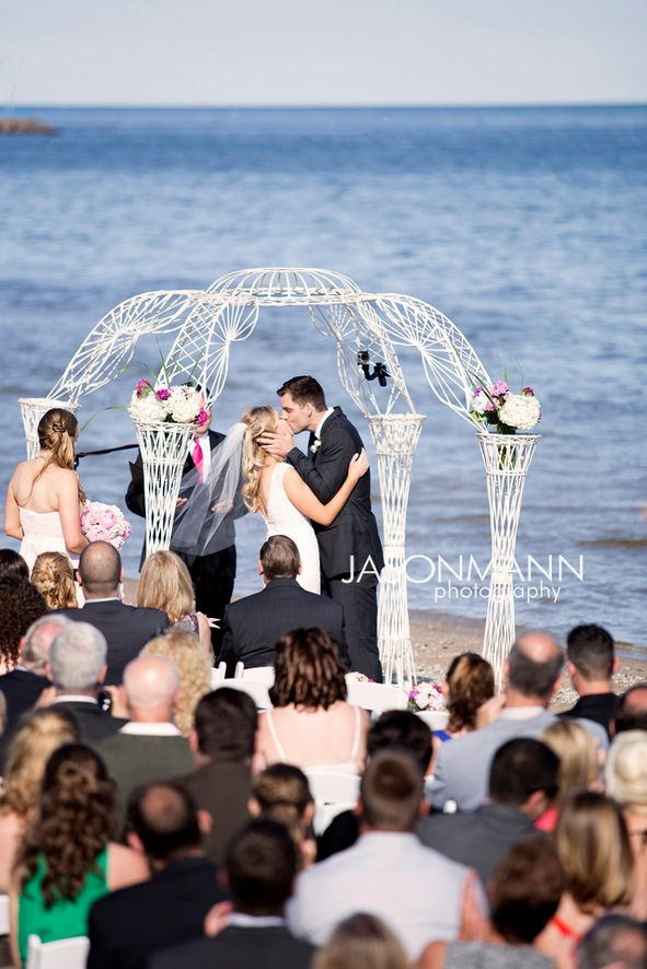 The Kiss Two Rivers Wi Beach Wedding Photo By Http Www Jmannphoto Com 920 246 8106 Two Ri Wedding Inspiration Summer Wisconsin Wedding Wedding Ceremony