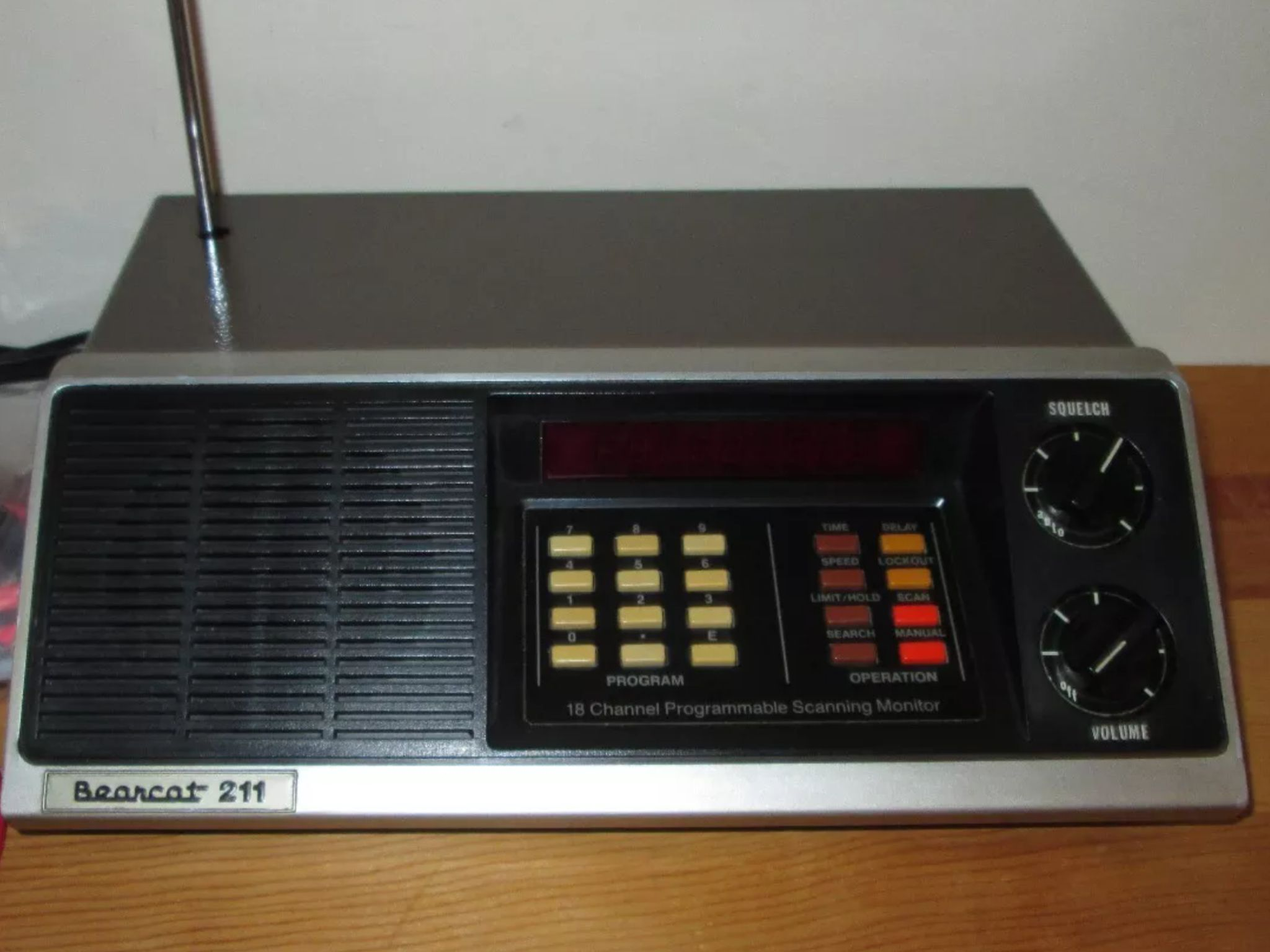Vintage  The Bearcat 211  18 Channel analog scanner  Besides