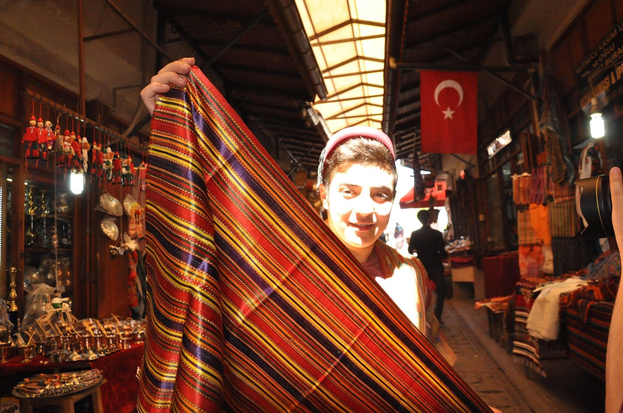 Gaziantep'in güzelliklerinden kutnu kumaşı…  Fotoğraf: İbrahim Alisinanoğlu