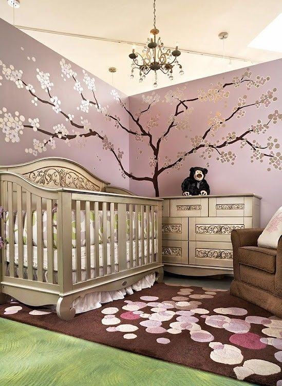 Baby Kinderzimmer Ideen Flieder Wandfarbe Silberner Baum