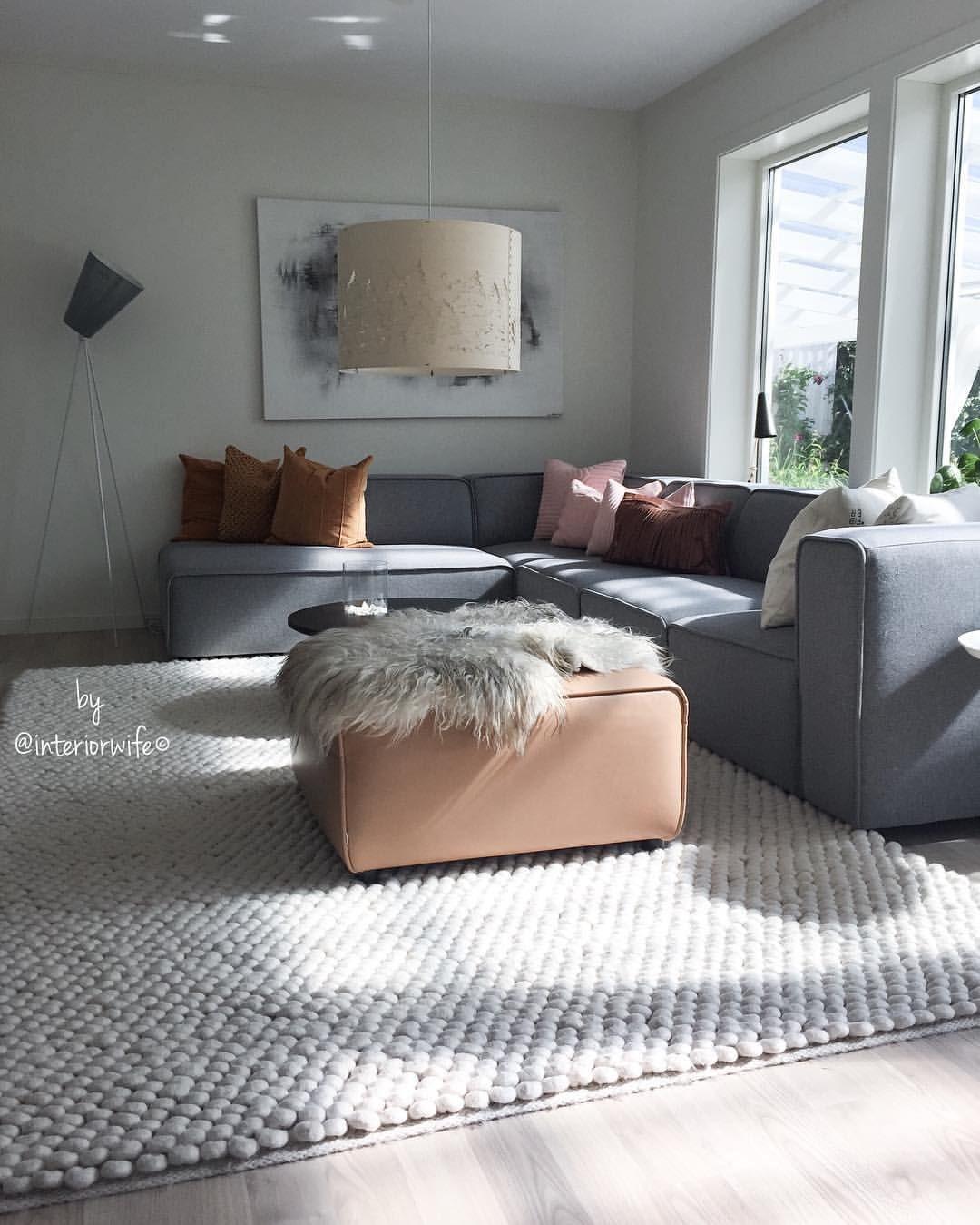 """1,230 likerklikk, 35 kommentarer – Interior, Fashion & Garden (@interiorwife) på Instagram: """"Sunlight in my livingroom ☀️ Nyter ettermiddager med sol og teller ned til ferie! Kun 🖖🏼 travle…"""""""