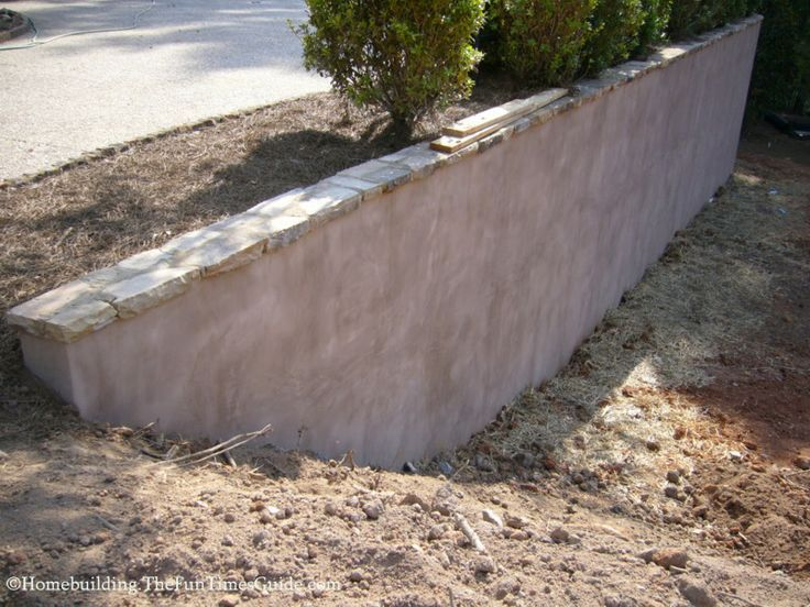 Stucco Retaining Wall With Flagstone Cap Google Search Concrete Retaining Walls Landscaping Retaining Walls Retaining Wall Design