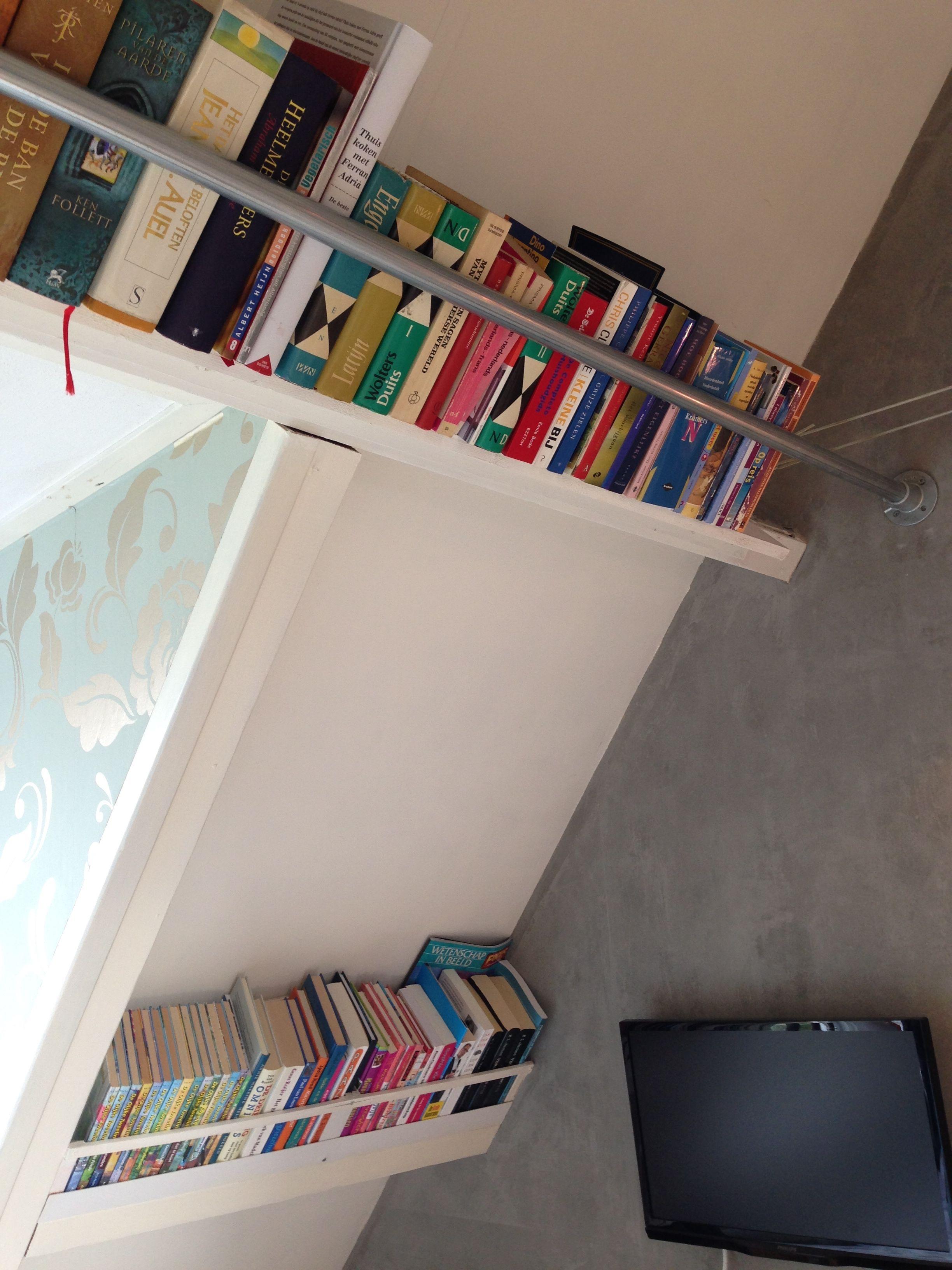 Boekenrek Tegen Muur.Boekenplank Schuine Wand Dak Architektura In 2019 Zolder