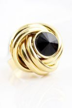 Vintage Hollow Out Black Rhinestone Gold Ring