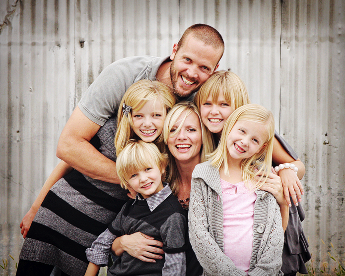 group hugs are my *favorite* for family pictures.