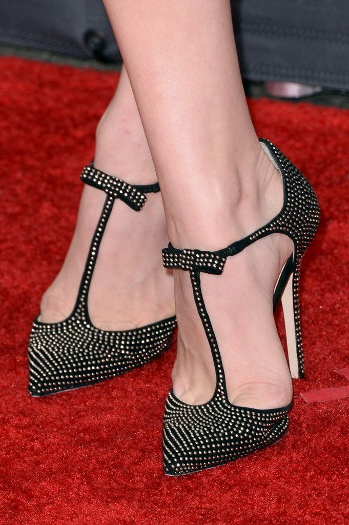 Chloe Moretz topped off her red carpet look with super chic studded T-strap heels.
