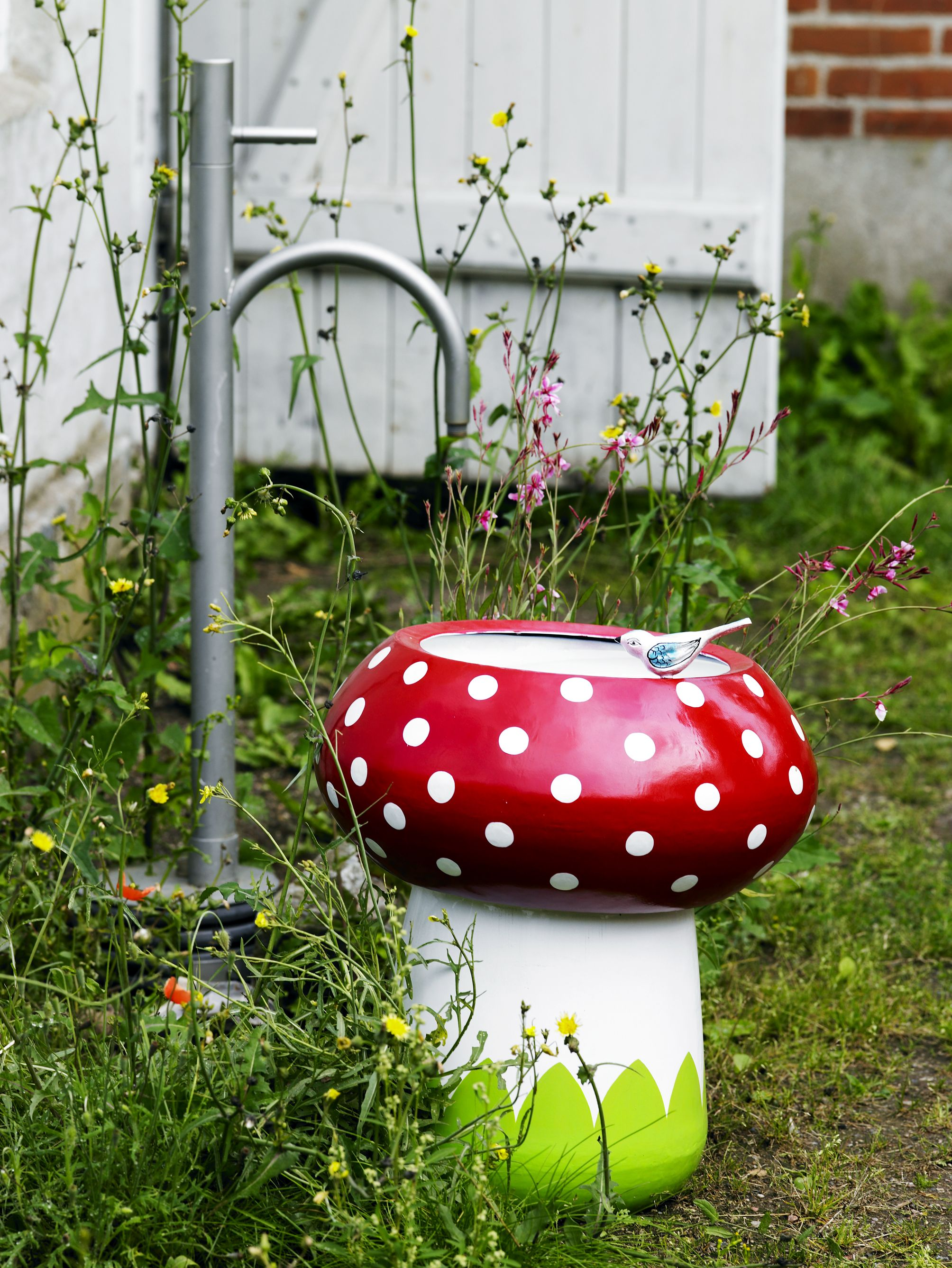 Idea: use stump or terra-cotta pot as shroom stand, paint low wooden ...