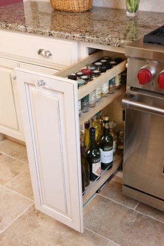 Amoblamiento cocina: cajón corredizo para especias, aceite, etc ...