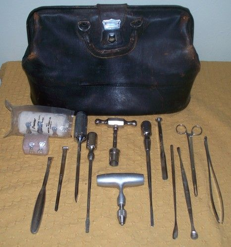VINTAGE ANTIQUE DOCTOR'S DRS. MEDICAL SATCHEL BAG W/ SURGICAL TOOLS HALLOWEEN   eBay