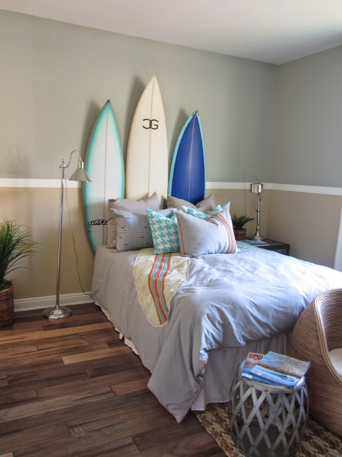 Surf theme bedroom home decor interior design for Surfboard decor for bedrooms
