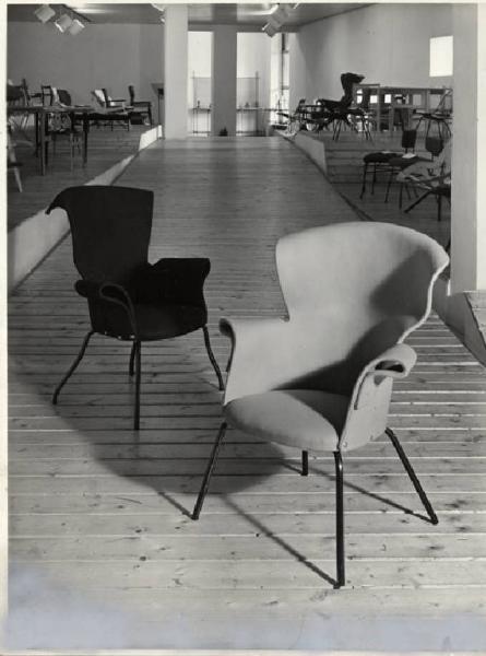 Eugenio gerli sg gallery milano seating vintage for Sharon goldreich