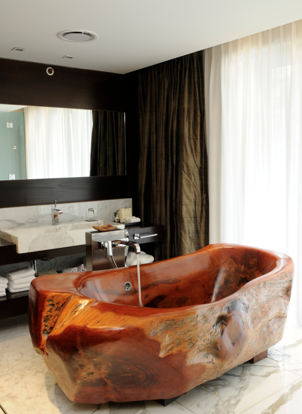 World's Coolest Hotel Bathtubs