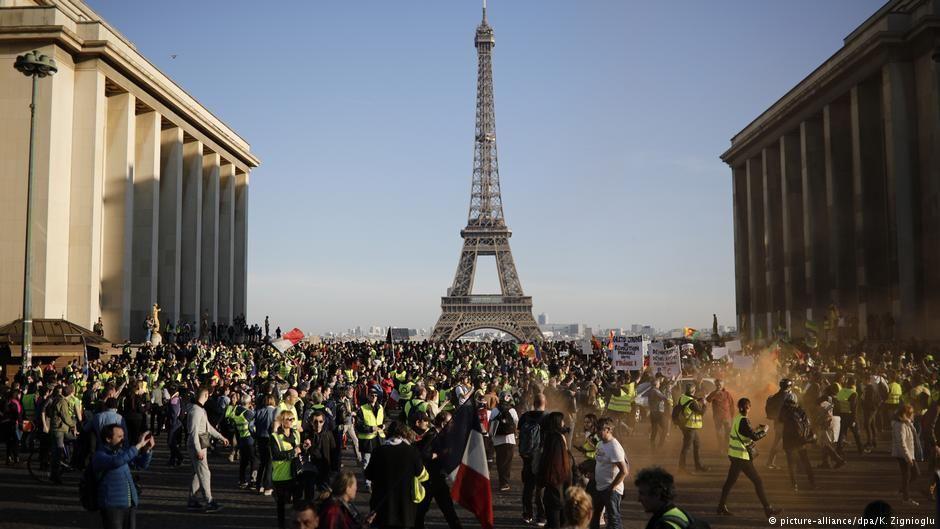 للأسبوع الخامس عشر السترات الصفراء يتظاهرون في باريس أخبار Dw Paris Protests French Yellow Paris