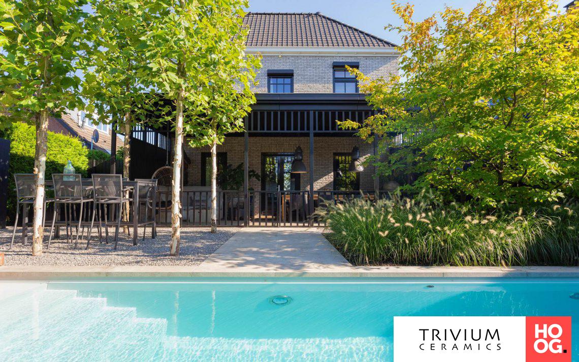 Trivium ceramics moderne kleine tuin met zwembad hoog