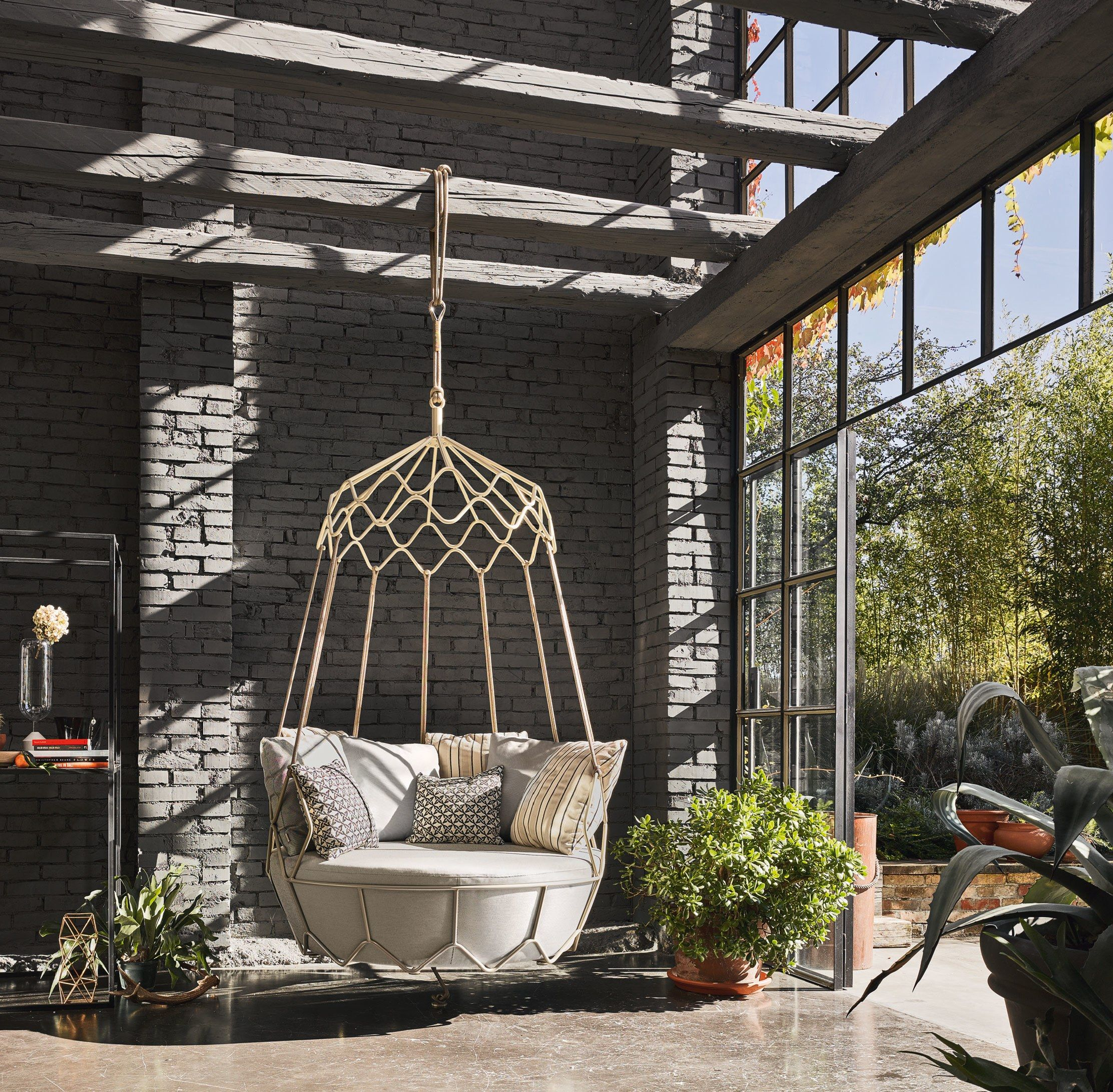 Roberti S Sculptural Gravity Chair Hanging Out Never Looked So Elegant From 13 000 Robertirattan