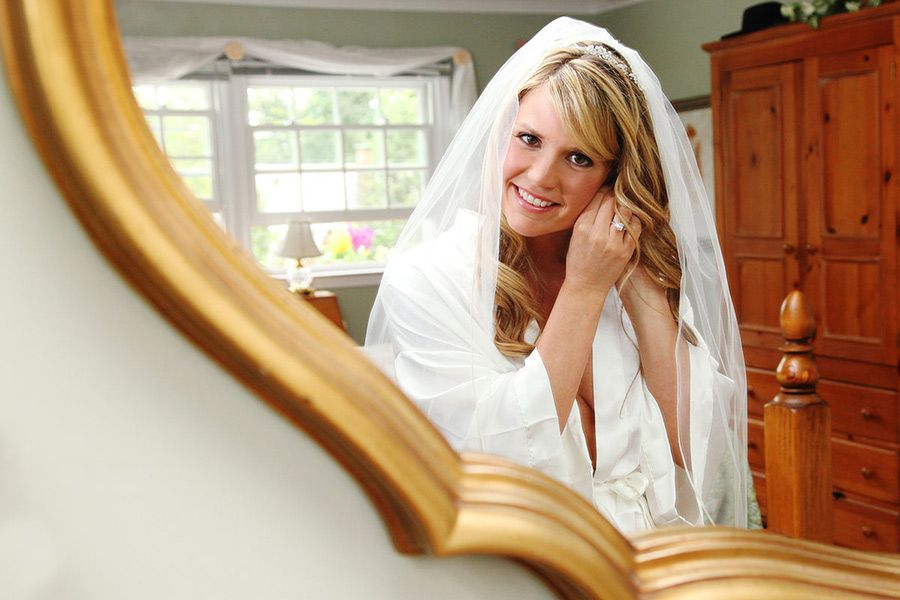 Bride is getting ready for the big day | New Jersey Wedding Photographer - Anna Rozenblat | http://www.AnnasWeddings.com