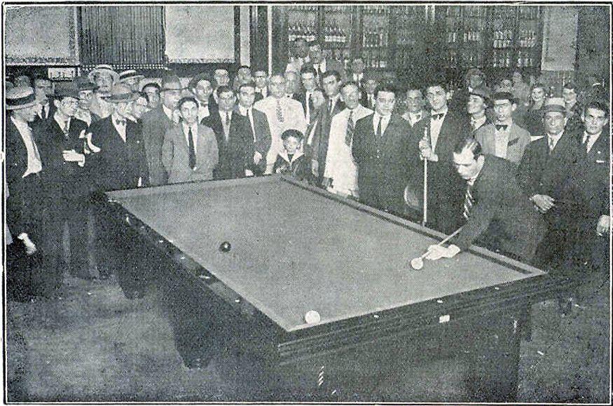 1929 - Inauguro-se o Bilhar TACO DE OURO, a Rua de São Bento, nº 65. Convidados felizes, saboreando docinhos, bebendo Champagne e acompanhado a disputa entre profissionais, rolando as bolas sobre o pano verde.