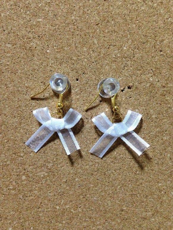 リボンピアスです(^^)イヤリングに変更も可能になります。|ハンドメイド、手作り、手仕事品の通販・販売・購入ならCreema。