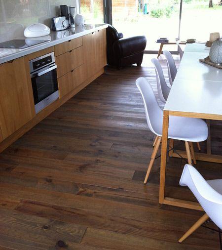 Grenen vloer met donkere olie stoer praktisch te donker mooi icm lichte tafel en stoelen - Betegeld wit parket effect ...