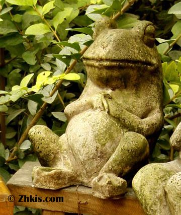 Lazy Frog Garden Statue
