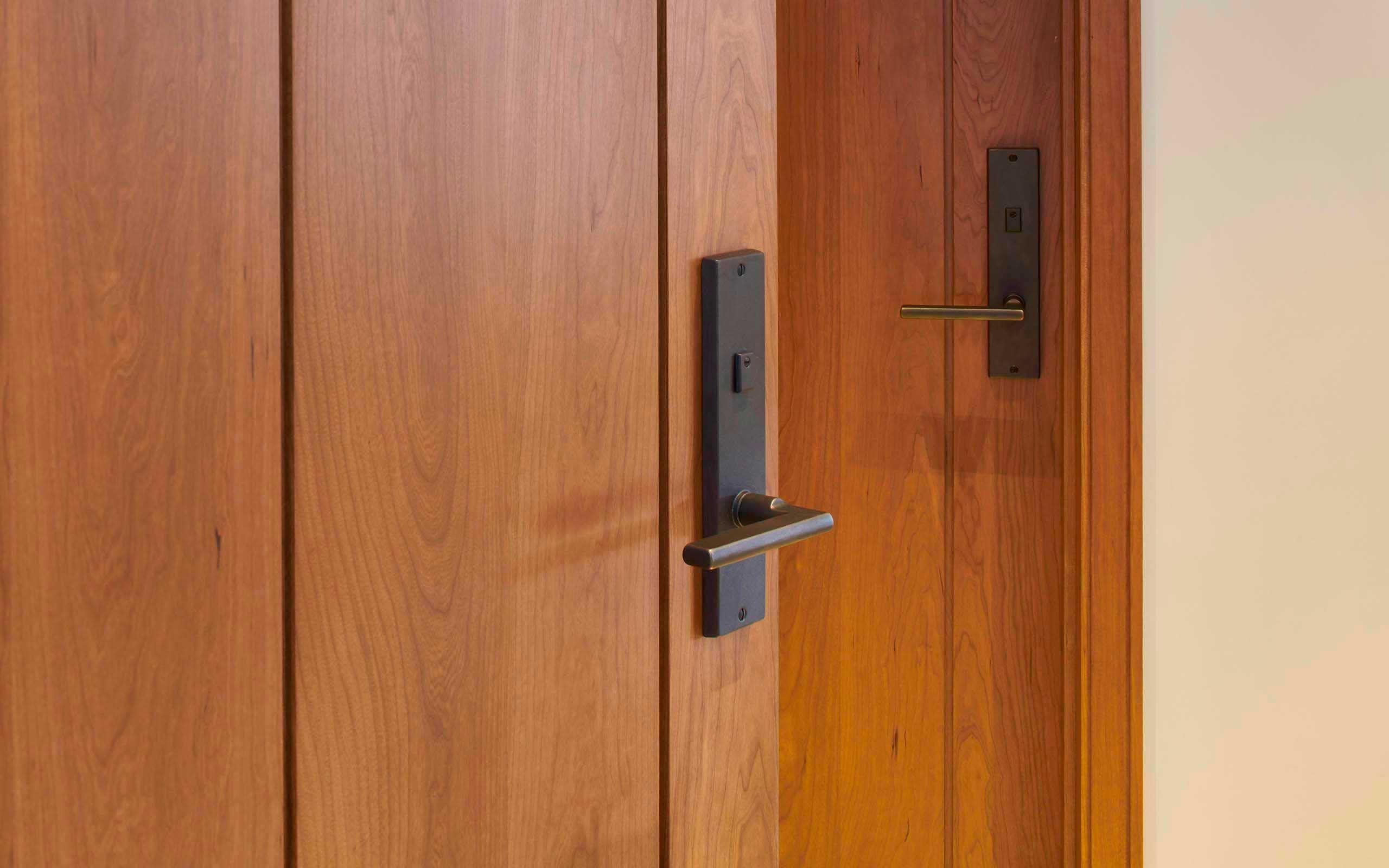 how to unlock bathroom door with hole on side