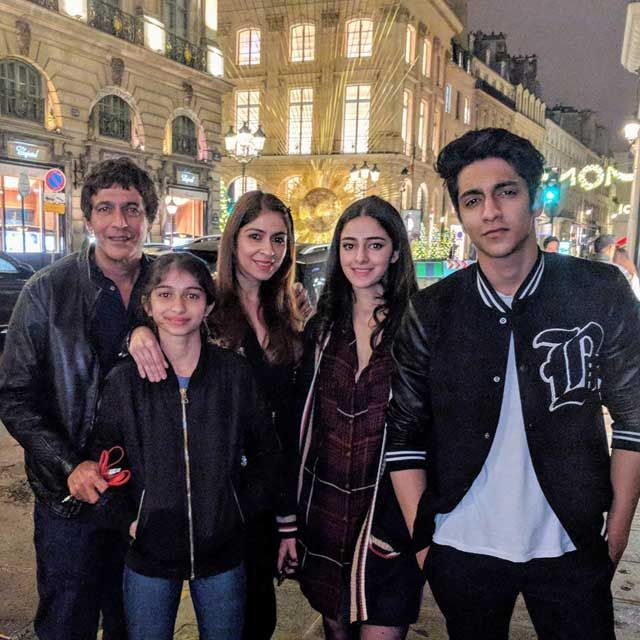 ananya-pandey-with-family