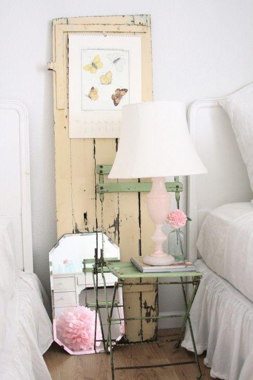 Vintage bedroom-cute green chair!