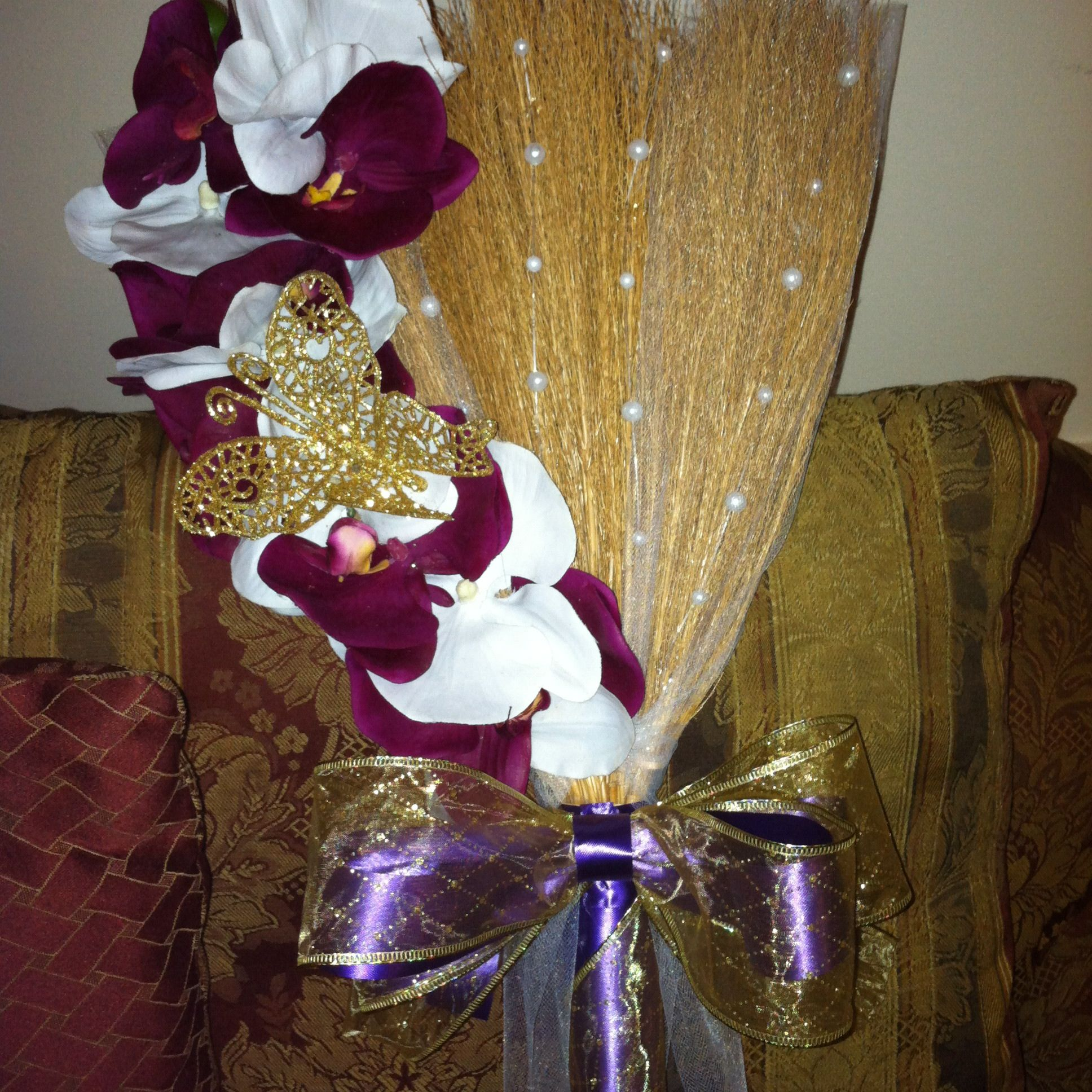 Wedding Broom Ideas: Wedding Item That Are Hand Accessorize