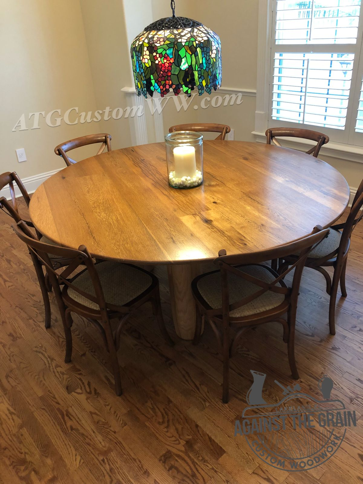 Amazing Piece With Tons Of Reclaimed Barn Wood Character Great For Any Dining Room Or Breakfast Nook Circular Dining Room Table Circular Dining Table