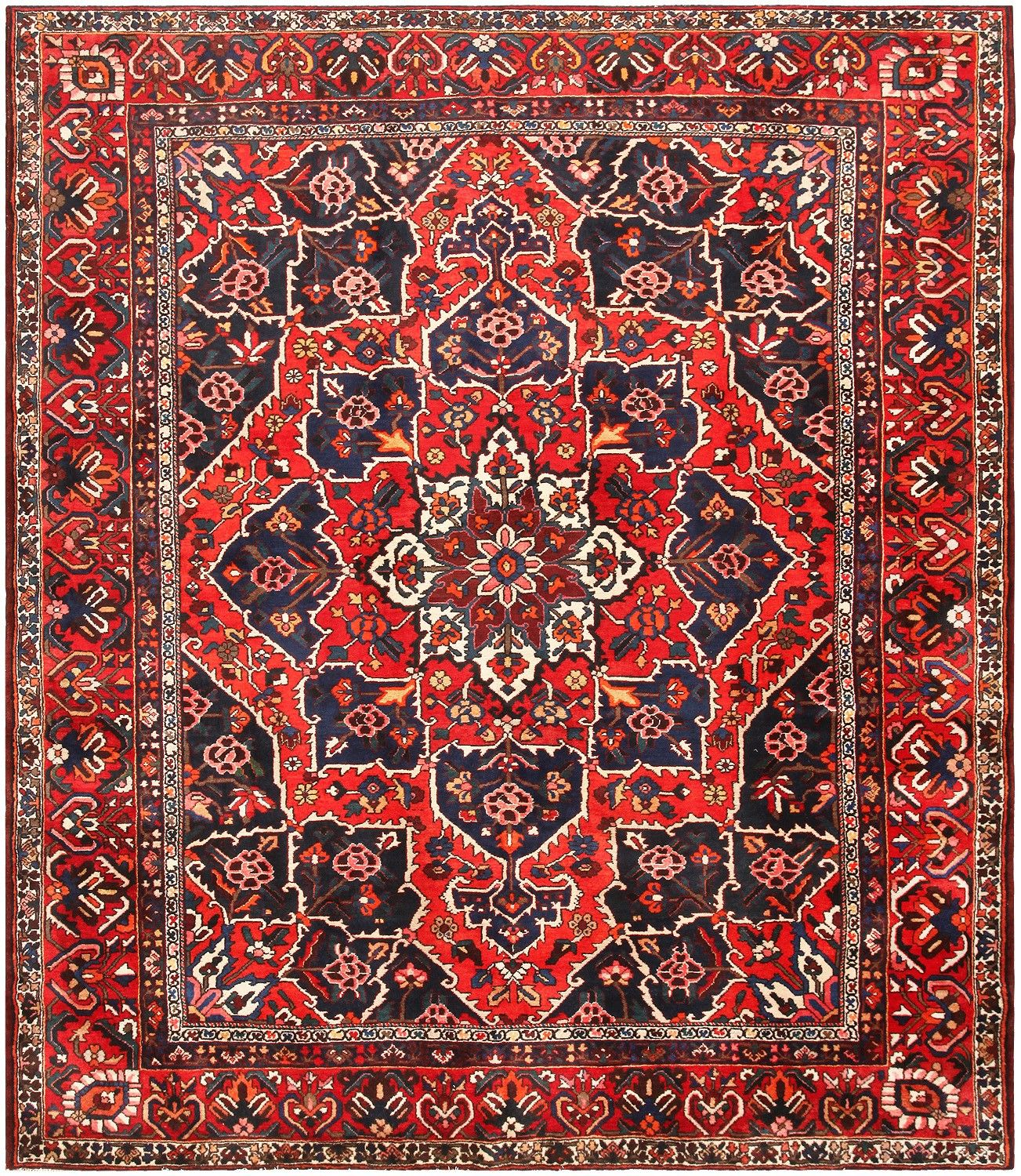 Persian Rugs From Iran: Antique Persian Bakhtiari Rug 46840