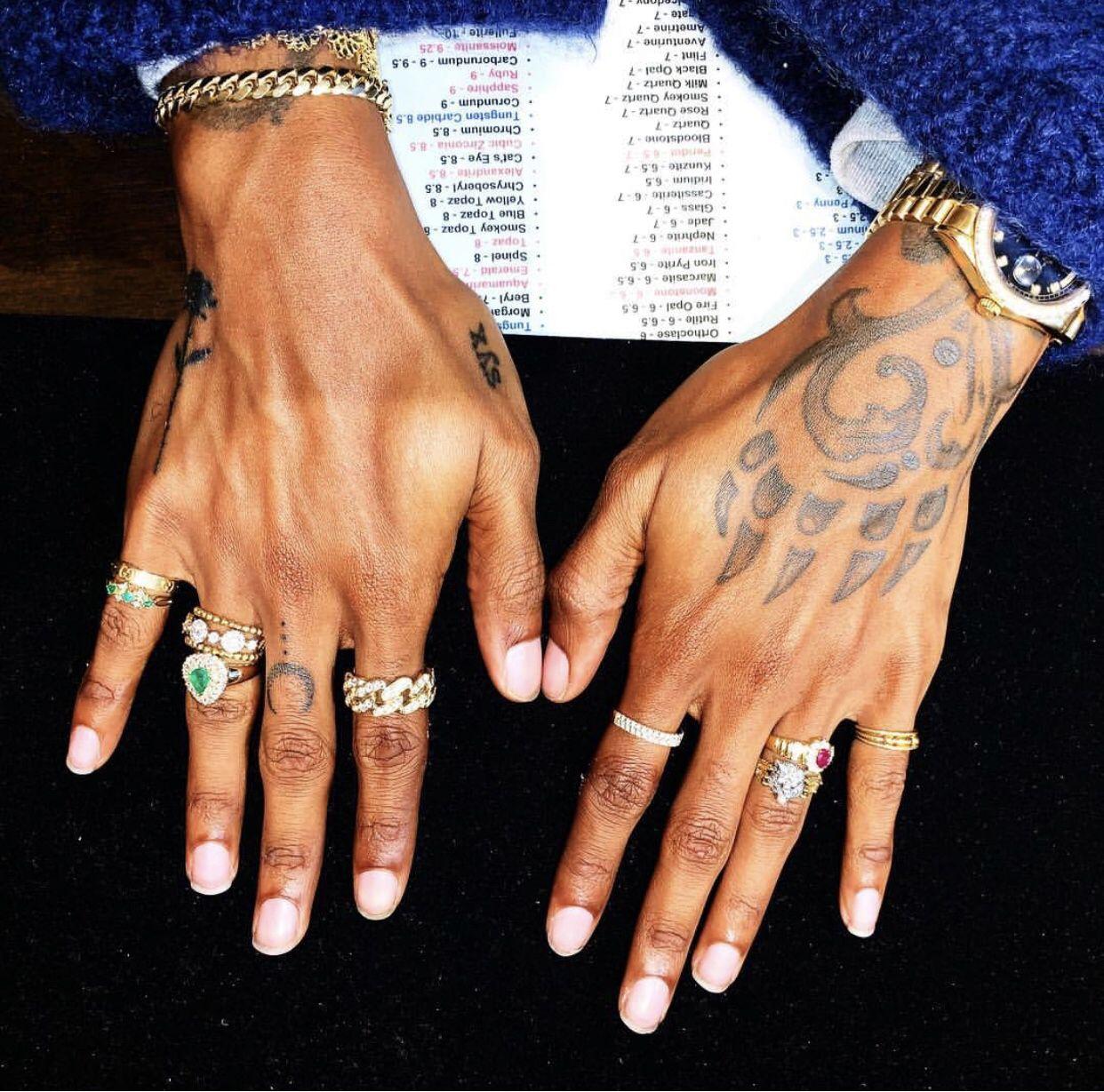 6lack Hands Henna Hand Tattoo Tattoo Designs Tattoos And Piercings