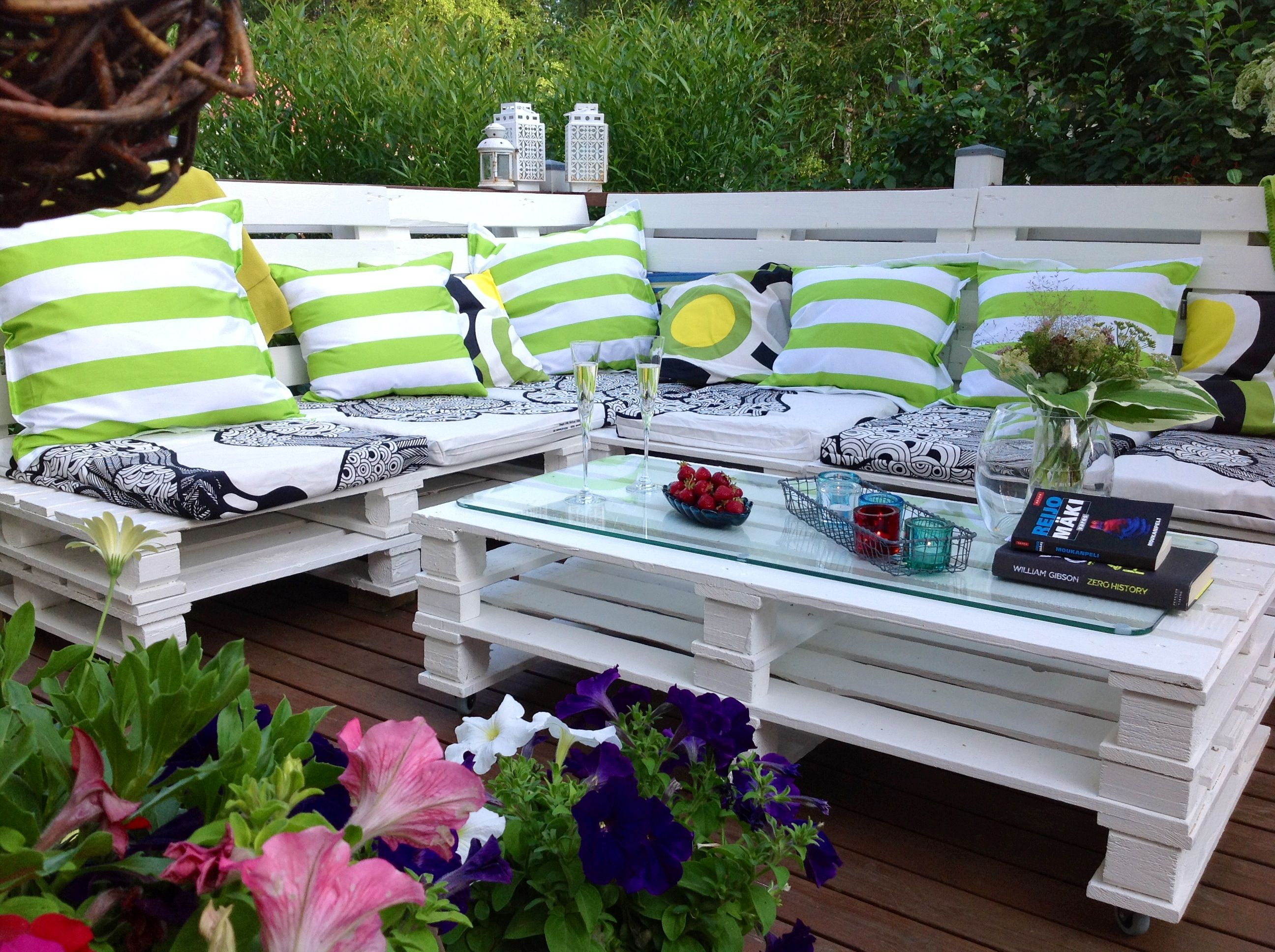 Mobili Da Giardino Con Pallet : Ready outdoor sofa from pallets terassin sohva kuormalavoista