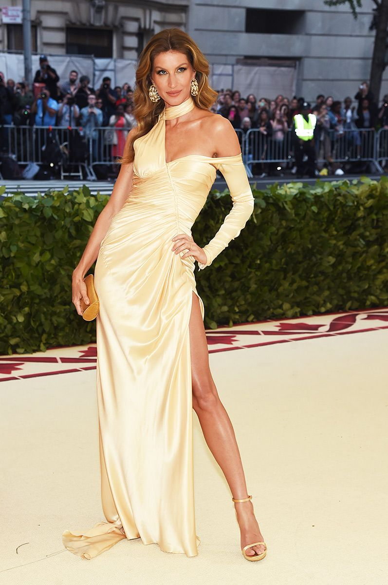 1b2cb3a63 ... vestidos de gala 2013. Met gala 2018  Gisele in Versace