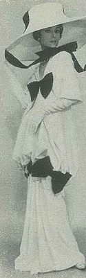 """La actriz Audrey Hepburn fotografiada por Cecil Beaton en un editorial de moda en el estilo de """"My Fair Lady"""" (1964).  -Audrey llevaba traje de Cecil Beaton (creado para la escena Ascot)."""