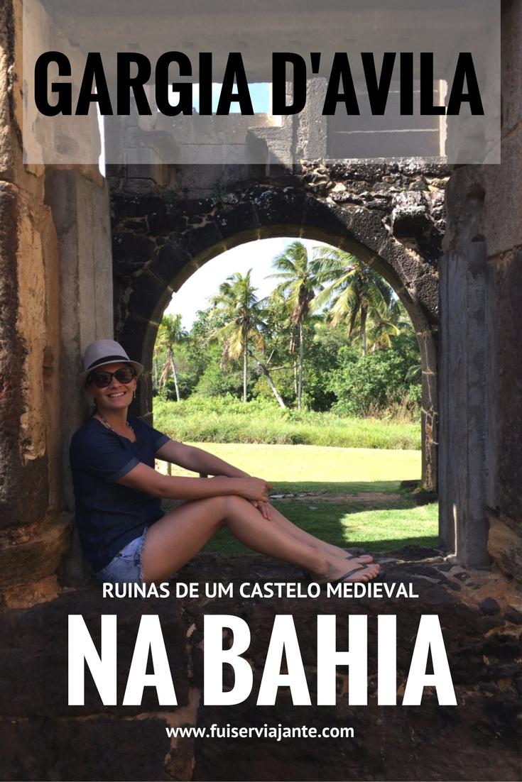 Bahia. Castelo Garcia D'Ávila, em Mata de São João. O Castelo Garcia D'Ávila é o único castelo medieval que existiu no Brasil. Serviu a propósitos militares e residenciais por mais de 300 anos. Ele foi a sede do maior latifúndio que se tem notícia no mundo, englobando 800 mil quilômetros quadrados de terras – de Salvador até o Maranhão. O castelo foi habitado até o seu abandono, em 1835, quando os descendentes da família Ávila retornaram à Europa.