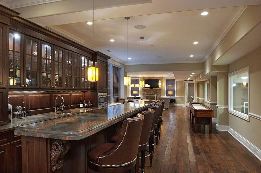 Incroyable Luxury Home Bar With Dark Cabinetry And Long Granite Counter