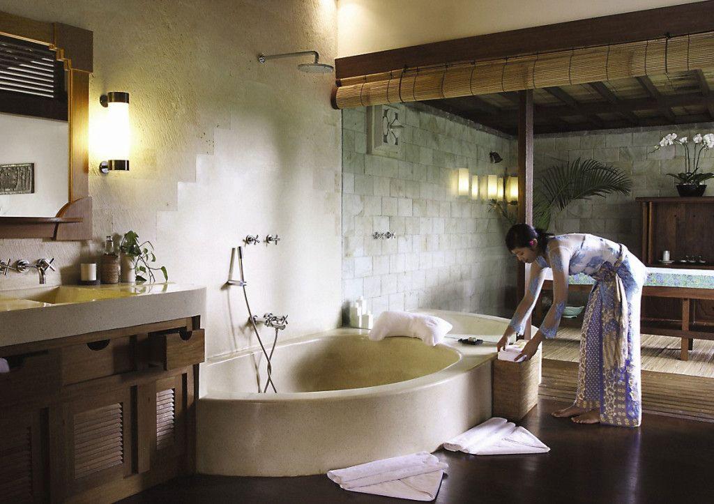 The stunning villas offer spa baths and open plan living. Photo via o.homedsgn.com